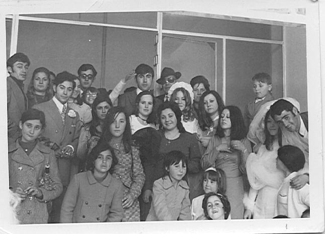 grupo de amigos y familiares en boda
